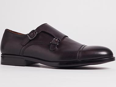 Mens formal shoe which needs background change to white
